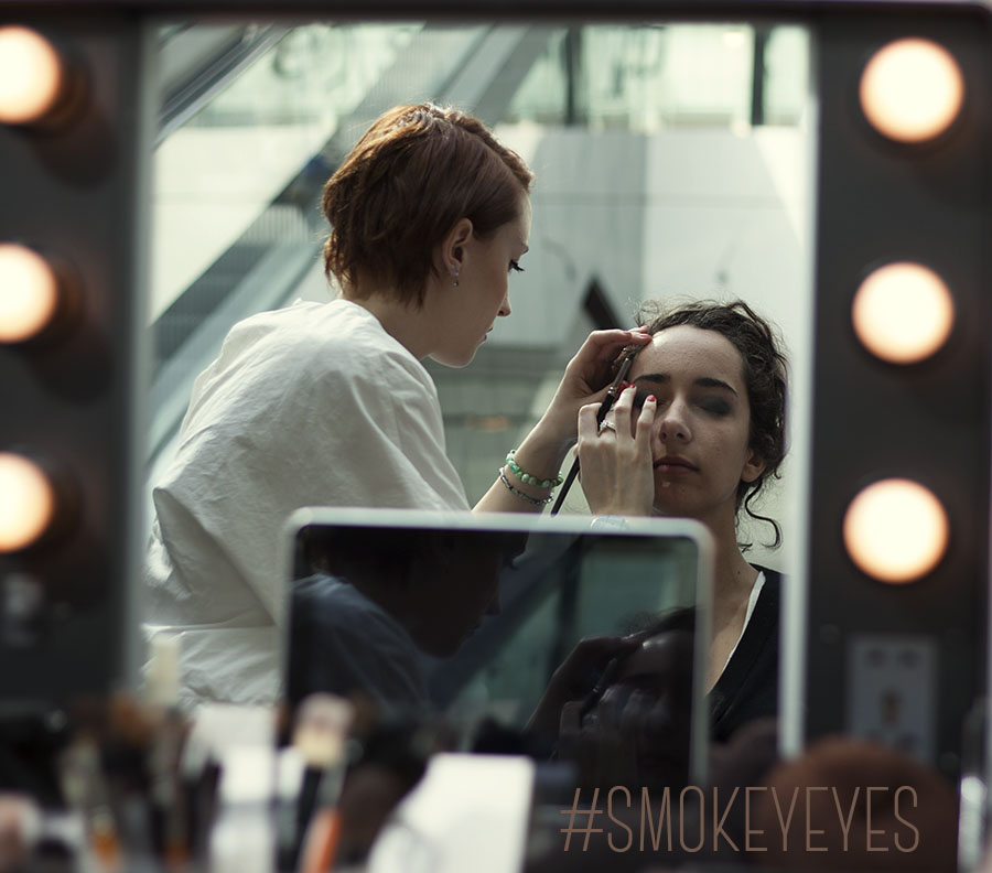 "Un maquillage ""smokey eyes"" offert par So Ouest: un moment beauté de star."